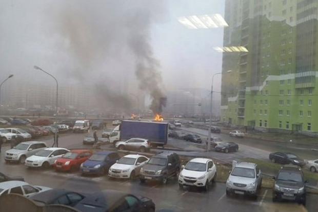 В сети появилось видео нападения на полицейских в Санкт-Петербурге