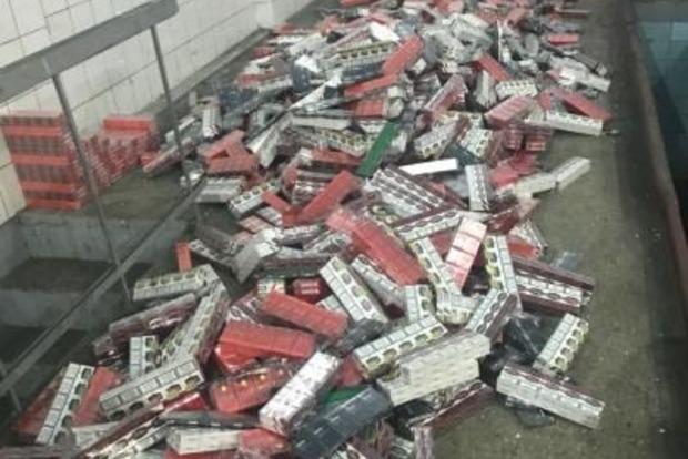 Украинец вез в Румынию контрабандных сигарет на 435 тысяч гривен