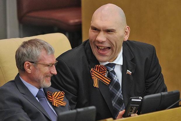 Валуева высмеяли из-за съемок с Хрюшей и Степашкой