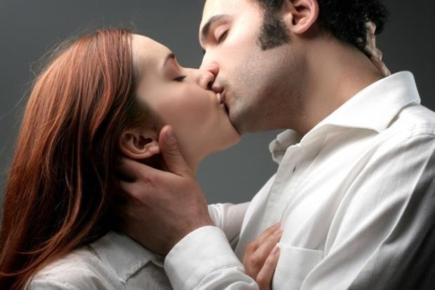 Мляво або взасос: як цілуються різні знаки Зодіаку і що для них означають поцілунки
