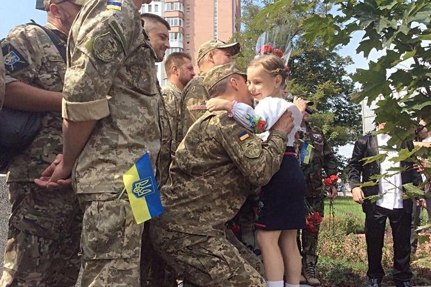 В столице, несмотря на противодействие местной власти, открыли памятный знак воинам АТО