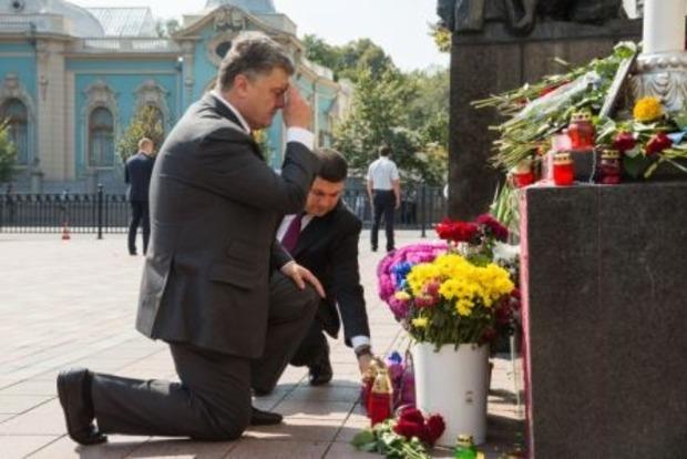 Порошенко предлагает приравнять в статусе к участникам АТО погибших под Радой нацгвардейцев