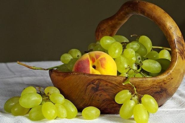 Дієтологи попередили: кому не можна їсти виноград
