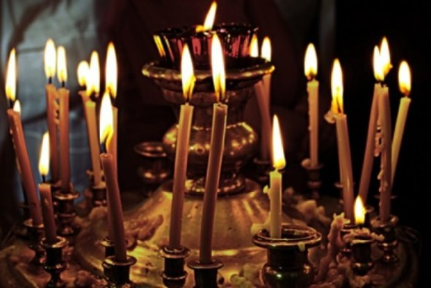 Если церковная свеча коптит, не зажигается или тухнет. Народные приметы