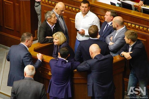 Принятые законы привезут в Украину летальное оружие и миротворцев