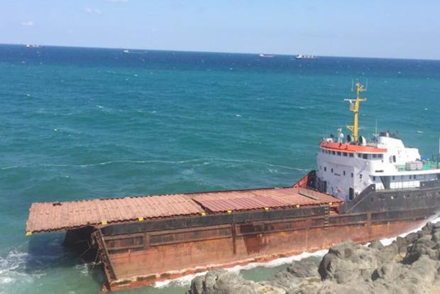 В Босфоре пополам раскололся сухогруз, возивший сырье в Крым