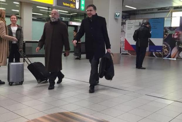 Саакашвили уже перелетел в Амстердам