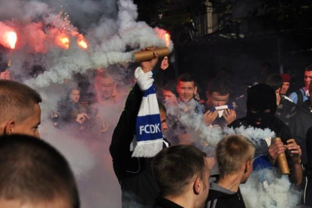 В Киеве ультрас Динамо и Звезды устроили массовую драку. Появилось видео
