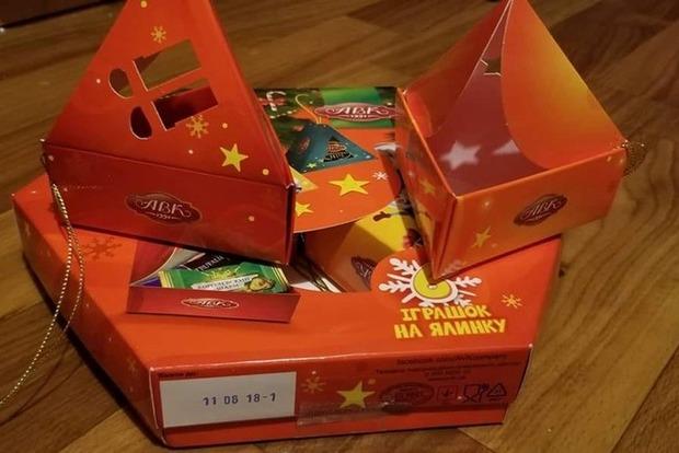 Позор дня: ребенку за победу в соревнованиях подарили пустую коробку от конфет