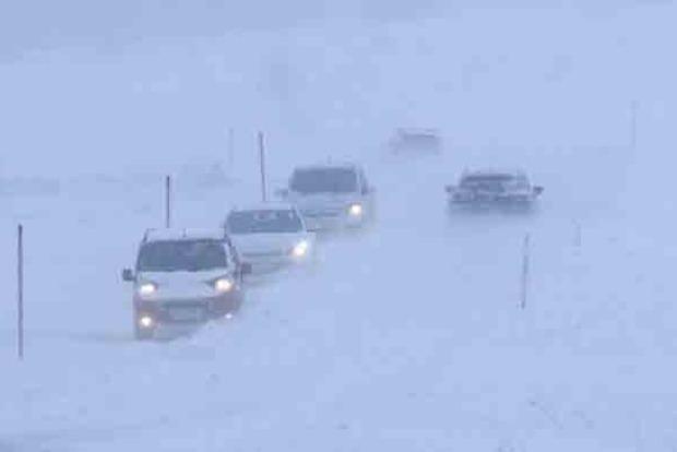 Словакию накрыли мощные снегопады. Фото и видео