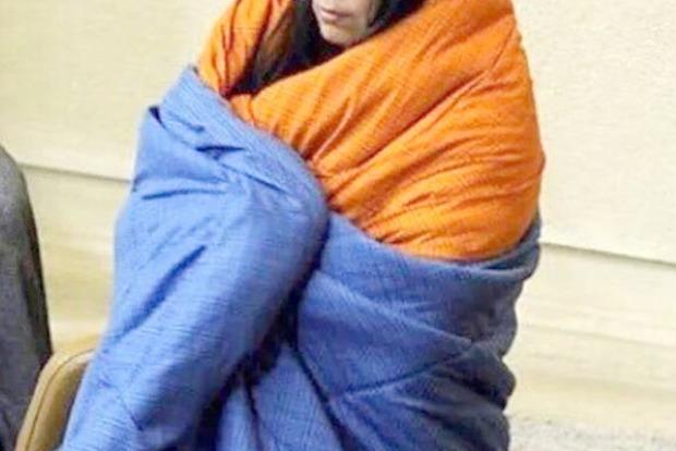 В Чили депутат пришла на заседание в одеяле