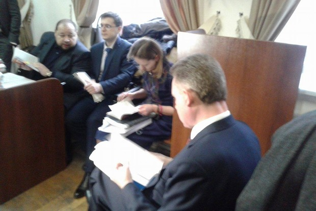 Глава ЦИК Охендовский с тремя охранниками пришел в суд