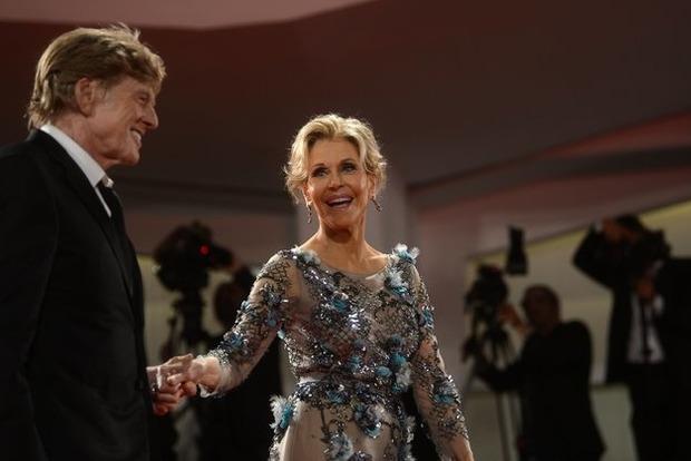В Венеции 79-летняя Джейн Фонда в роскошном наряде произвела фурор