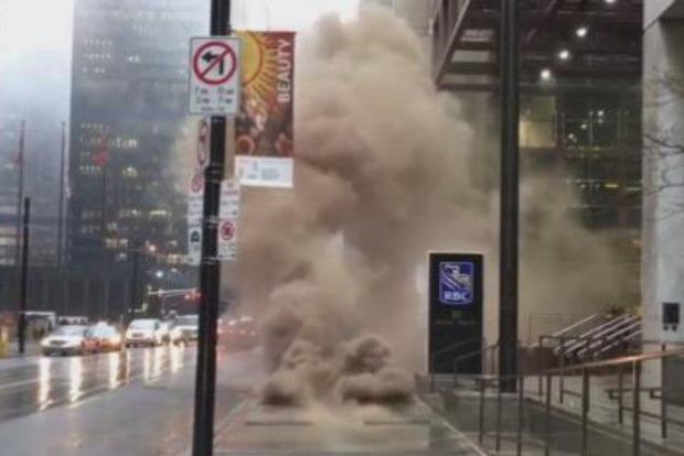 Взрыв в Торонто произошел из-за пожара в подземных коммуникациях