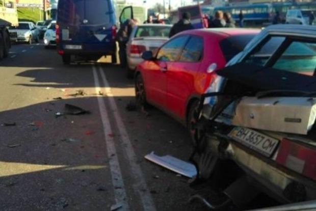 В Одессе пьяный водитель устроил ДТП с шестью автомобилями
