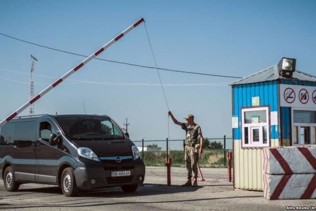 Україна затримала збиральницю підписів уКриму зависунення Путіна