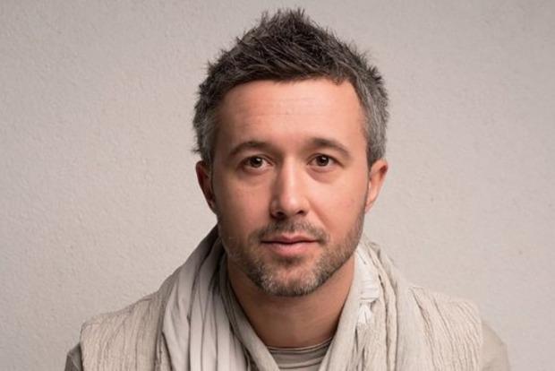 Сергей Бабкин в клипе Дихай повільно предстал обнаженным