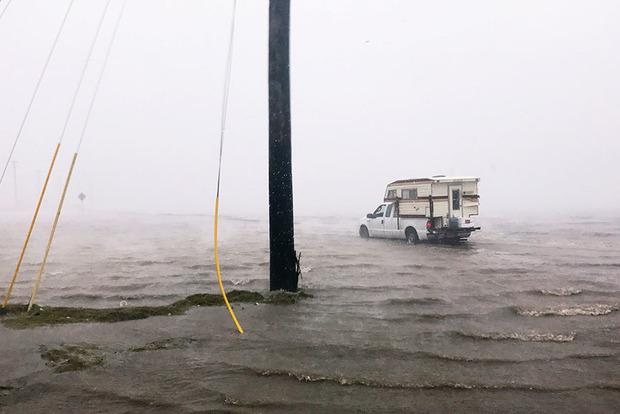 Крупнейший НПЗ в США закрывается из-за урагана «Харви»