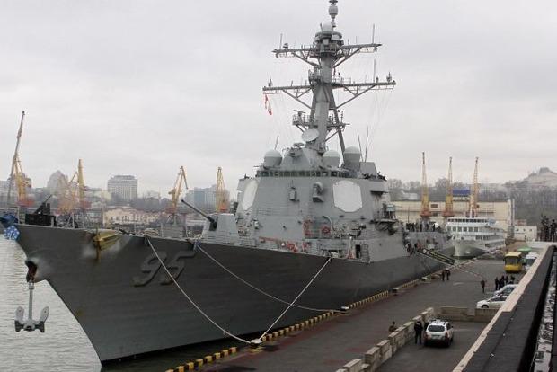 Опубликовано видео с американским эсминцем в порту Одессы
