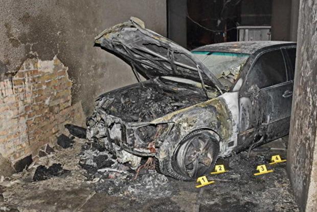 Неизвестные сожгли автомобиль адвоката Кучмы в Киеве