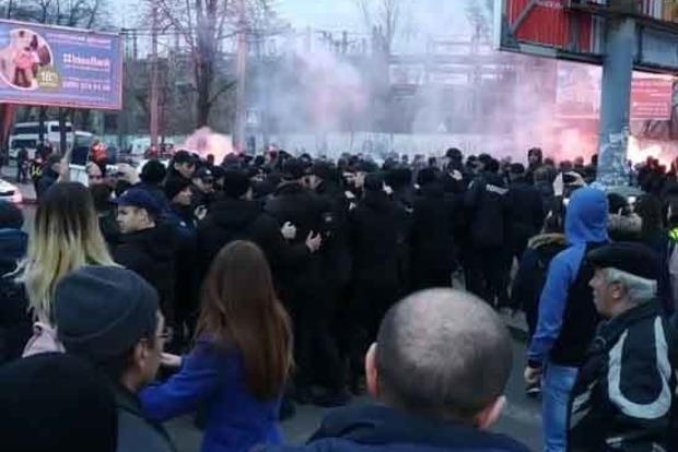Бійці Нацкорпуса атакували Порошенко в Черкасах