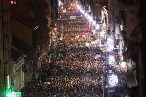 В Черногории и Сербии тысячи людей вышли на антипрезидентские протесты