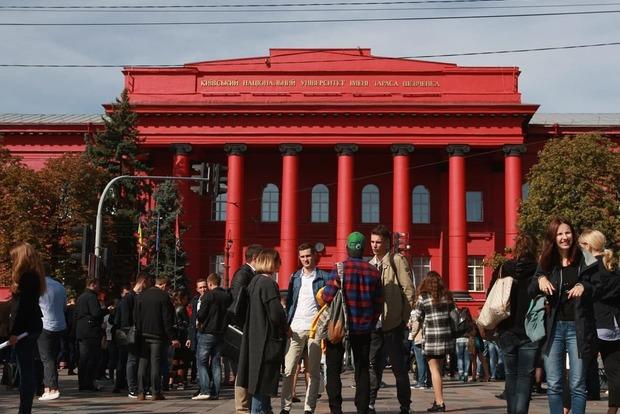 Лукашенко лишили звания почетного доктора наук