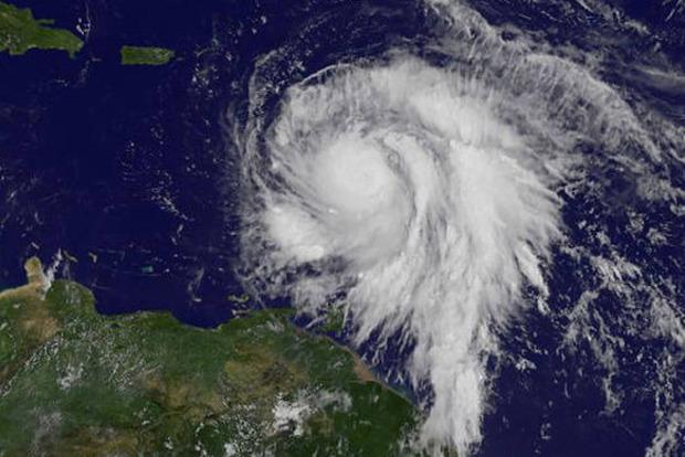 Пошел на спад: Ураган Мария немного ослаб
