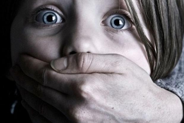 На Днепропетровщине зэк изнасиловал 8-летнюю дочку знакомой