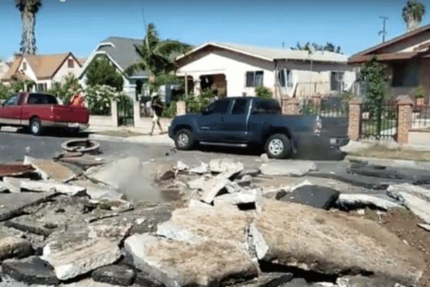 Подземный взрыв в Лос-Анджелесе оставил огромную воронку