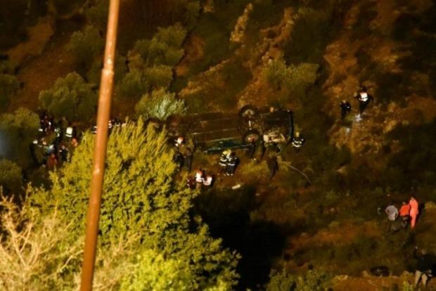 В Израиле автобус сорвался с высоты 70 метров и упал в ущелье: есть жертвы