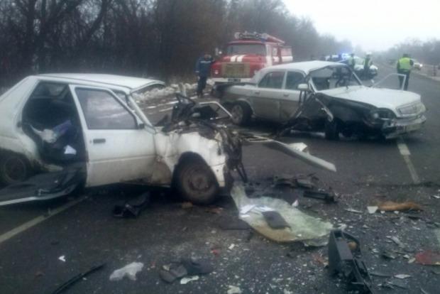 Под Киевом военнослужащий устроил лобовое ДТП, три человека погибли