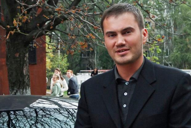 Як виглядає надгробний бюст Януковича-молодшого в Криму