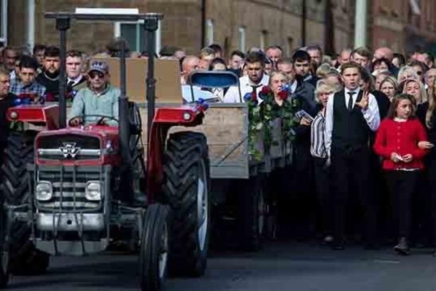 Похорон короля цыган парализовал британскую деревню