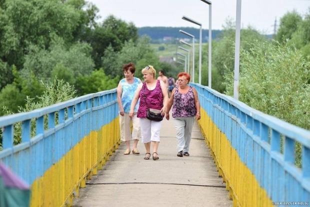 Неизвестные заминировали пешеходный мост в Ивано-Франковске