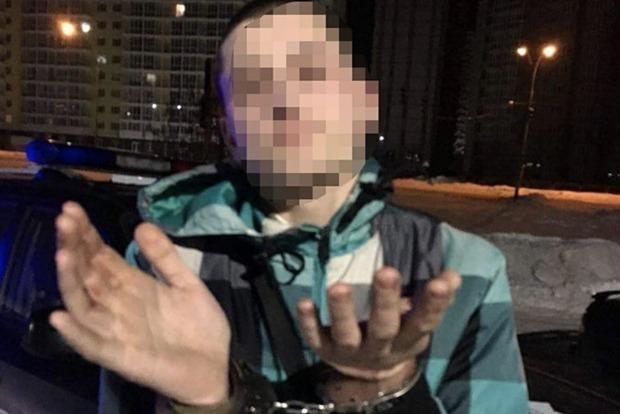 Молодой человек открыл стрельбу по людям под Киевом