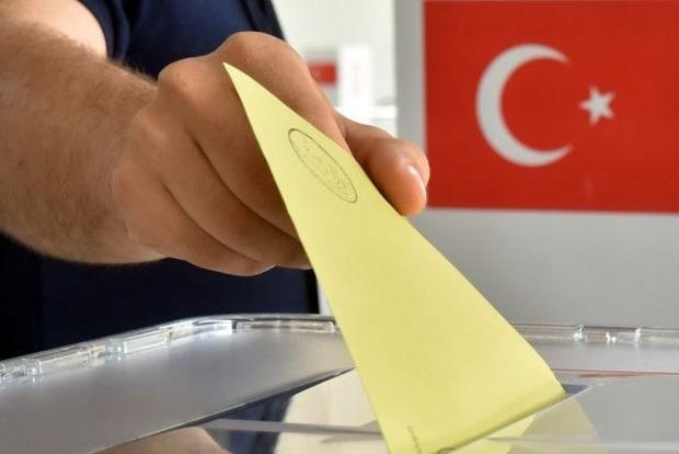 Правящая партия Турции выиграла парламентские выборы