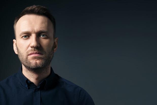 Навального забросали сардельками в аэропорту