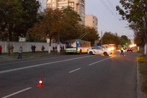 Микроавтобус сбил троих детей на зебре в Житомире