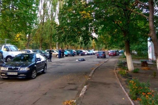 В Киеве возле ЗАГСа нашли тело мужчины