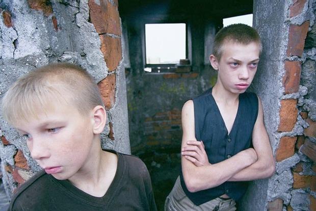 Пытали, жгли огнем за копейки. В Житомирской области осудили банду детей, терроризироваших целое село