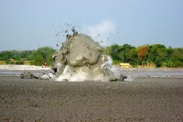 В Азовском море после извержения вулкана образовался остров