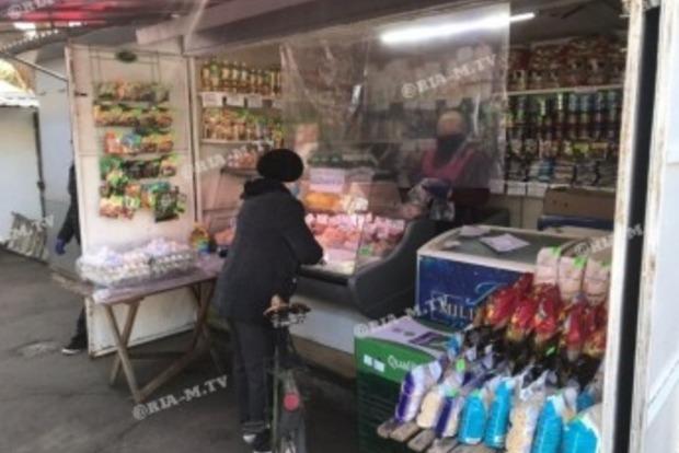 С экранами Ляшко. В Мелитополе открылись все продуктовые рынки