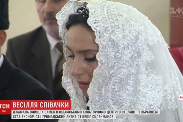 Появилось видео со свадьбы Джамалы и Бекира Сулейманова. Невеста плакала