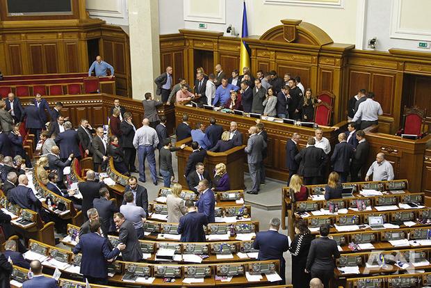Рада требует ввести санкции против каналов NewsOne и 112 Украина