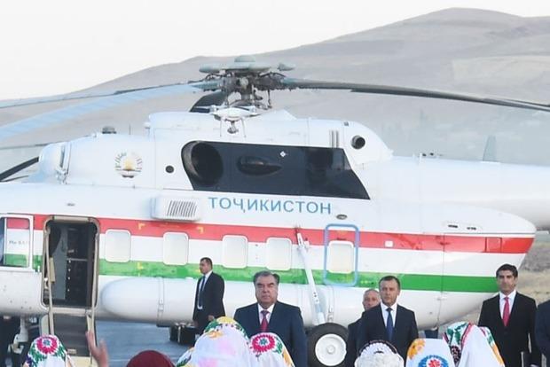 В Таджикистане вертолет президента случайно убил директора аэропорта