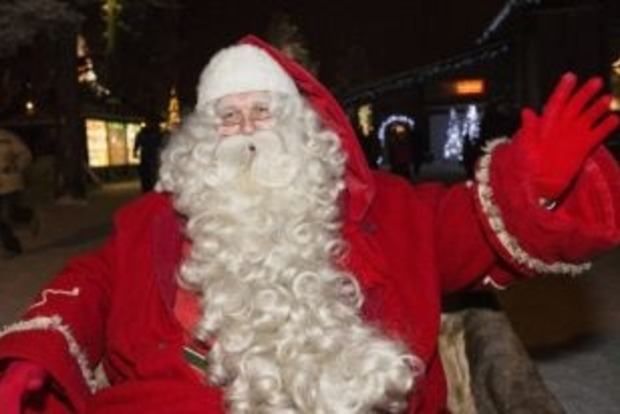 На Трухановом острове в Киеве прошел забег Санта Клаусов
