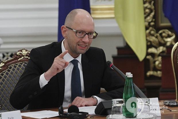 Яценюк: СНБО должен принять окончательное решение по возвращению Крыма