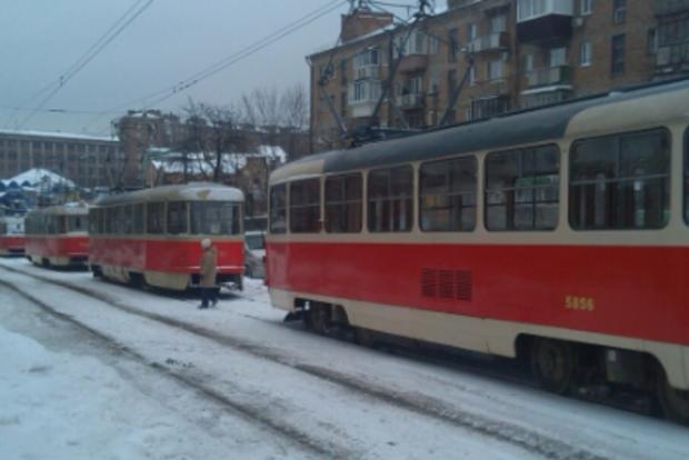 16 трамваев застряли в пробке из-за ДТП в Киеве