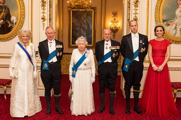 Беда в королевской семье: супруга принца подает на развод